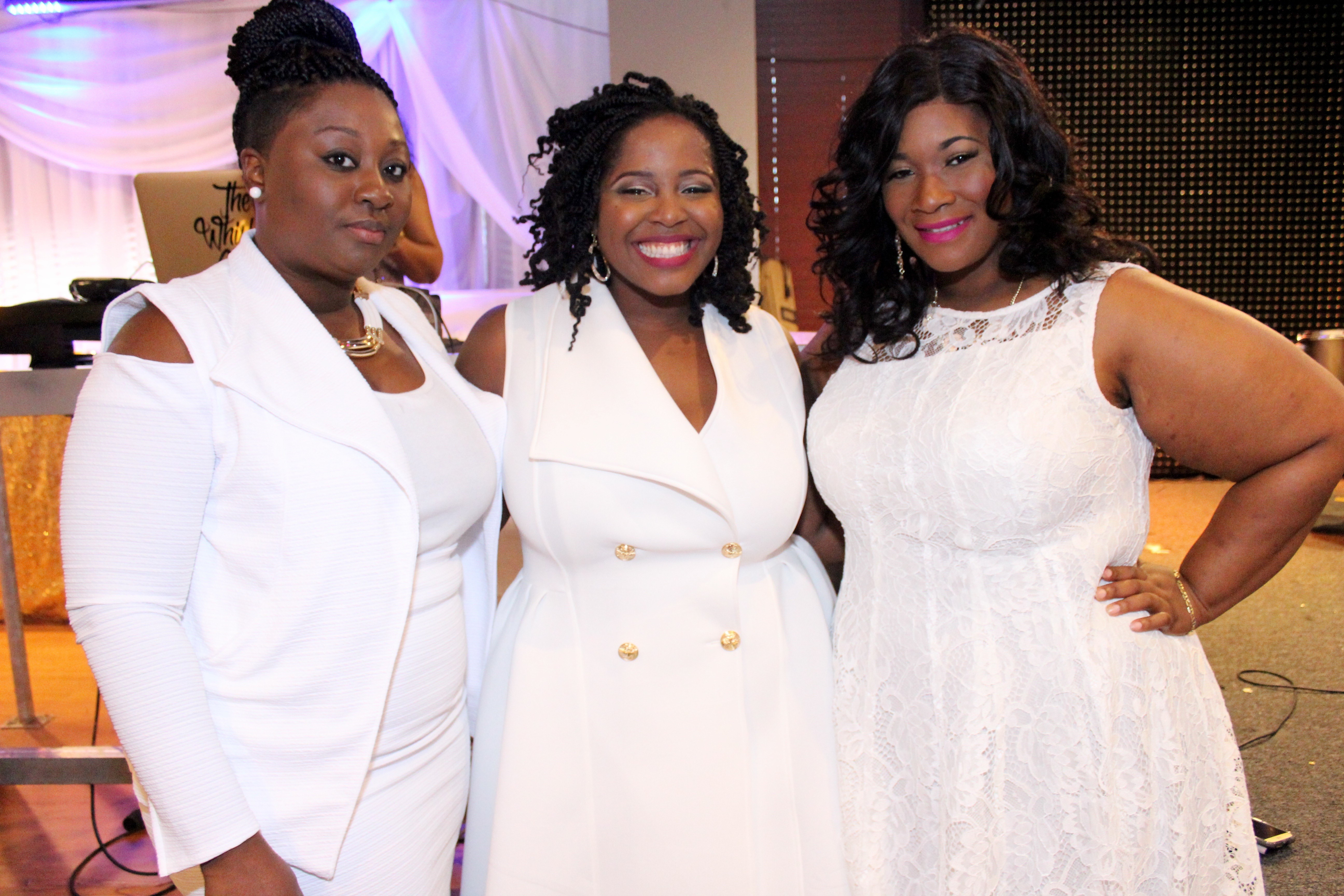 ALL WHITE FASHIONABLE BRUNCH